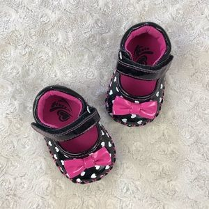 Place Black & White Heart Mary Jane Shoes Pink Bow